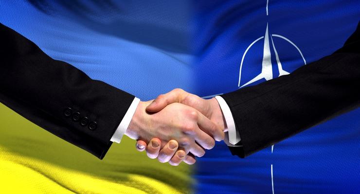 Большинство украинцев за вступление в ЕС и НАТО, - опрос