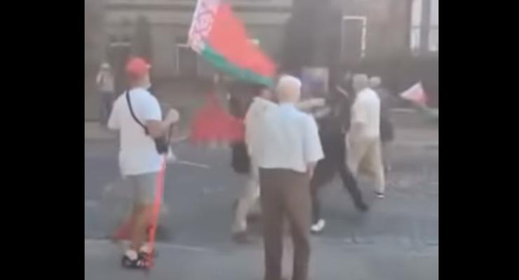 У посольства Беларуси в Киеве произошла потасовка