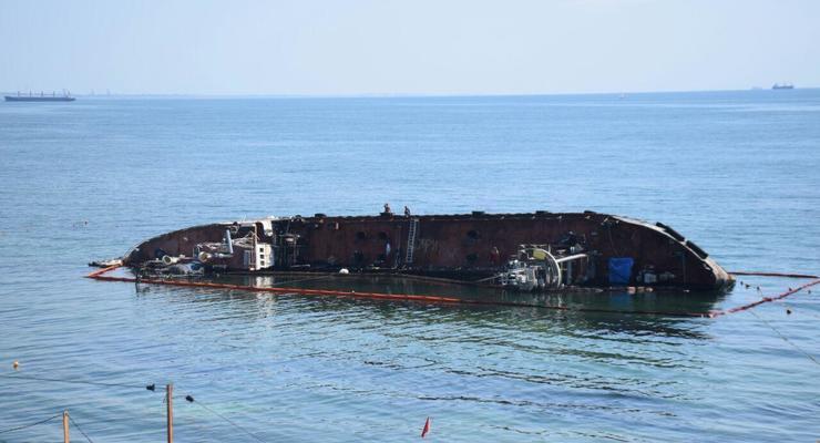 """Одесса пытается отсудить 7,5 млн грн у владельца танкера """"Delfi"""""""