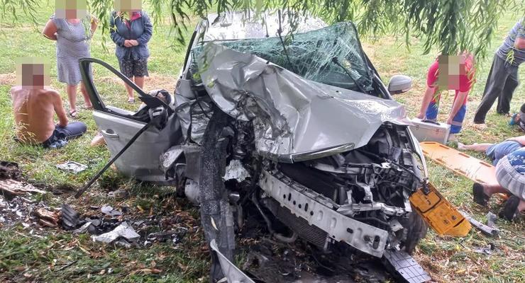 Под Луцком в ДТП погибли три человека, еще девять травмированы