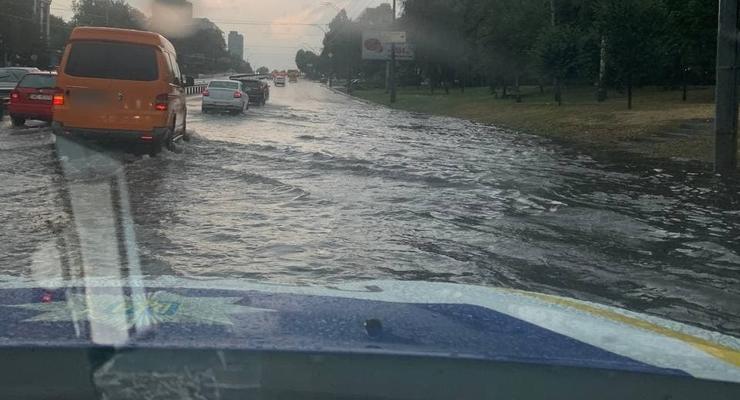 Ливень в Киеве: Затоплено метро, улицы стали реками