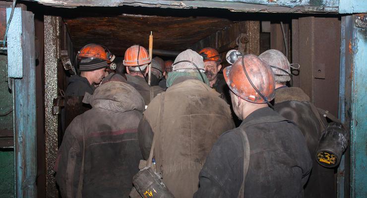 Шахтерам выплатят долги по зарплате за счет денег от продажи угля