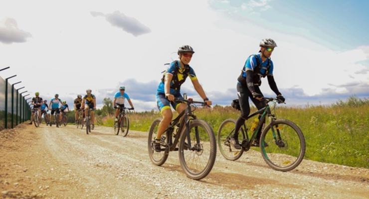Президент Эстонии на велосипеде патрулировала границу с РФ