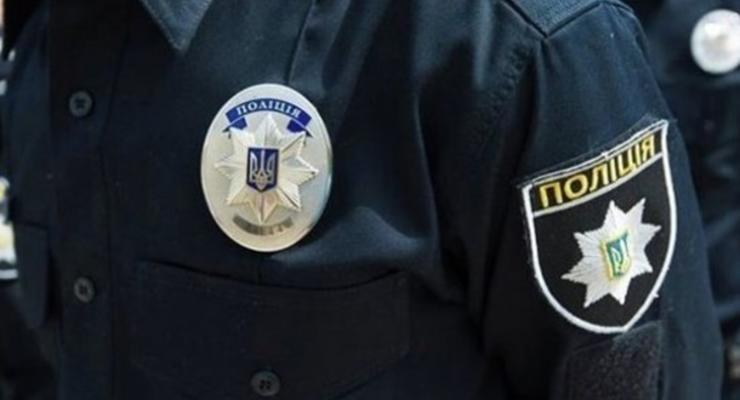 В Кривом Роге мужчина угрожал на детской площадке оружием