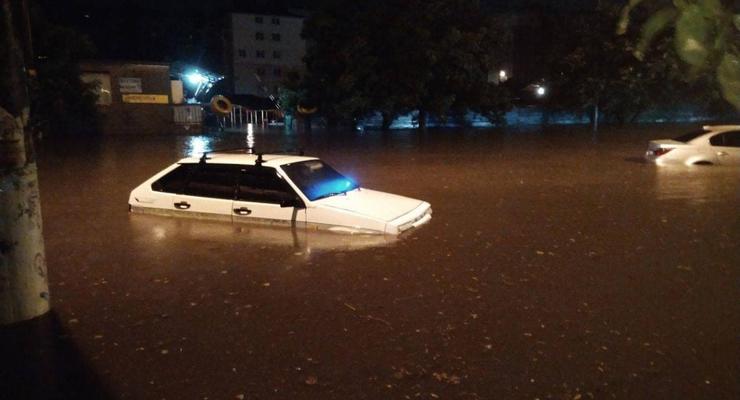 В Одессе из-за ливня подтопило дома, часть города без электричества