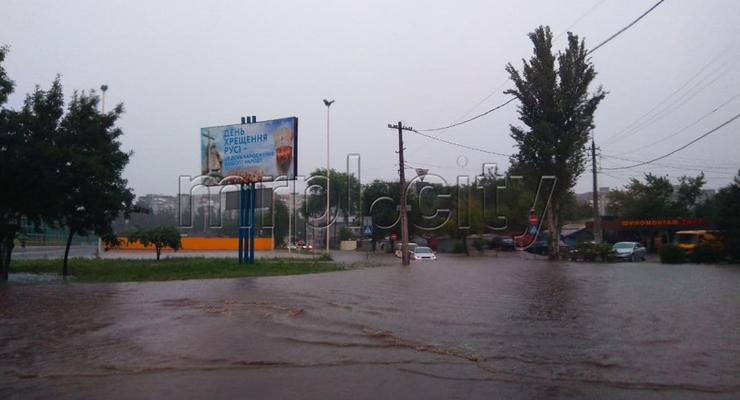 Мариуполь затопило: На дорогах города ограничили движение