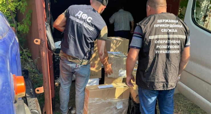 У жителя Мариуполя нашли контрабанду сигарет из Крыма на 560 тыс