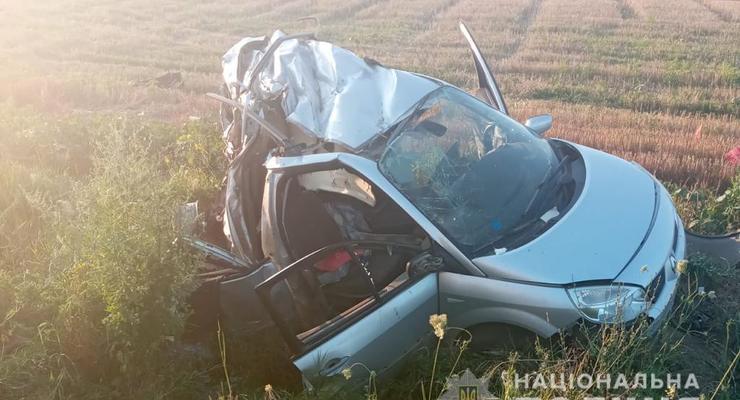 На трассе под Одессой в ДТП автомобиль разорвало надвое