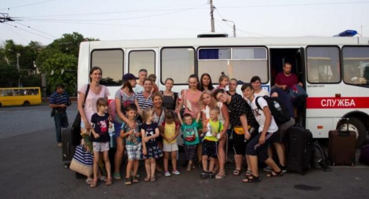 В Одессе застрявших из-за непогоды туристов с детьми эвакуировали на лодке