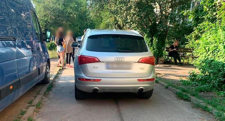 На Буковине женщина проехалась по ребенку, упавшему с велосипеда