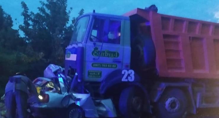 На Полтавщине в ДТП с грузовиком погибли четыре человека