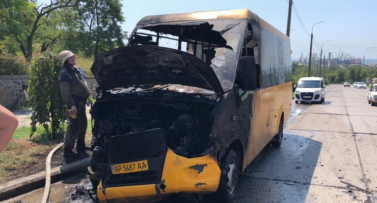В Бердянске на ходу загорелась маршрутка с пассажирами