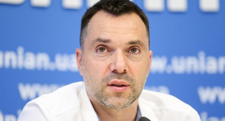 Арестович объяснил, созовет ли Украина ТКГ из-за обострения в ООС