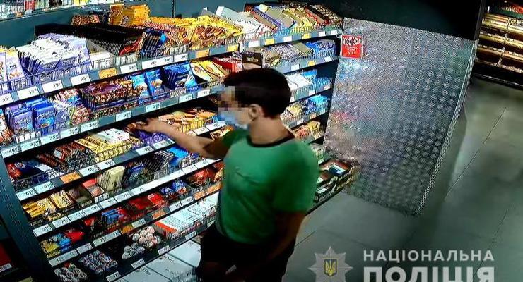 В супермаркете Голосеевского района избили охранника