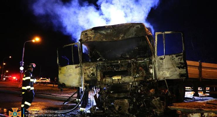 Масштабное ДТП под Днепром: Столкнулись 4 грузовика, есть жертвы