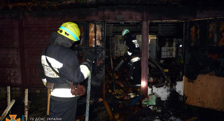 В Днепре сгорело несколько торговых павильонов