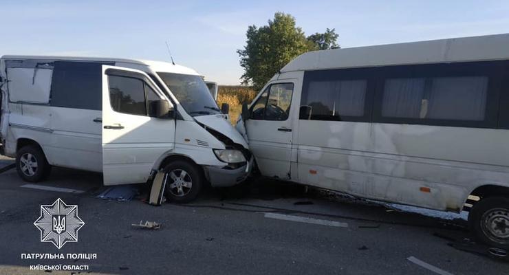 Массовое ДТП под Киевом: Столкнулись фура, два автобуса и авто