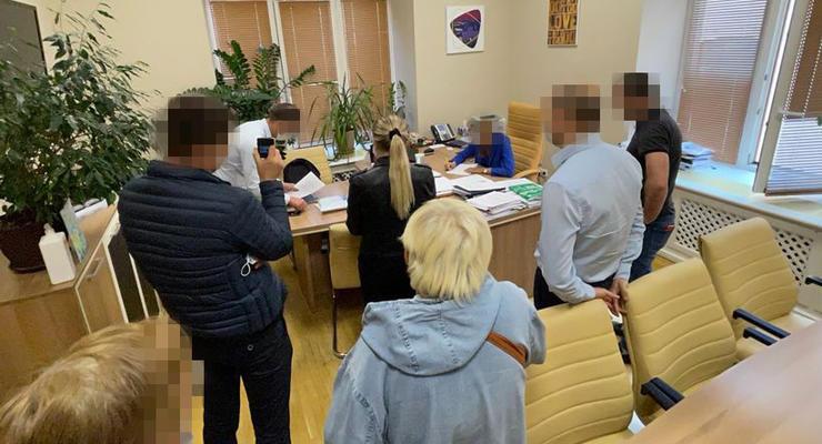 """Чиновники без аукциона """"со скидкой"""" распродали здания на Крещатике"""