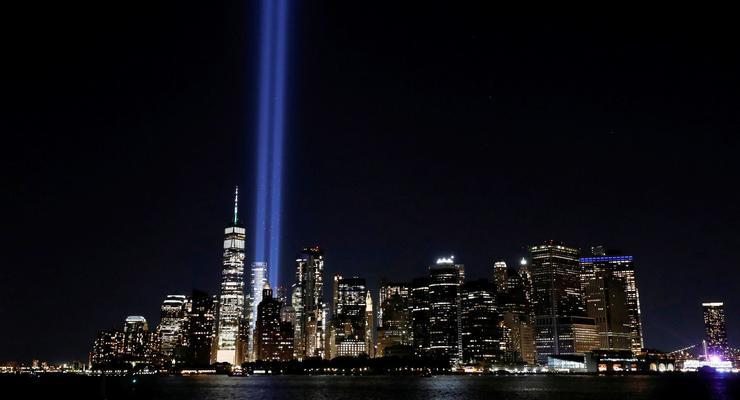 В Нью-Йорке зажгли столбы света в честь жертв 11 сентября