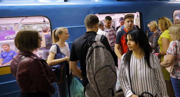 Завтра метро и транспорт Киева будут работать на час дольше