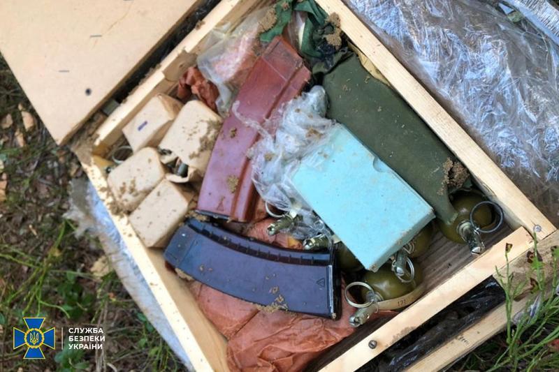 На границе с Беларусью нашли схрон с оружием / ssu.gov.ua