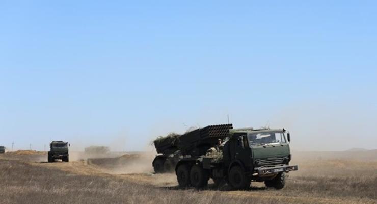 РФ в Крыму проводит артиллерийские учения с боевой стрельбой