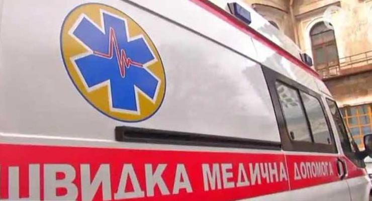 В Львове женщине на голову упал кирпич: ее госпитализировали