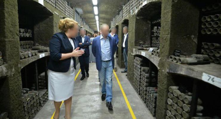 """Экс-директора """"Массандры"""" подозревают в разграблении национальных ценностей"""