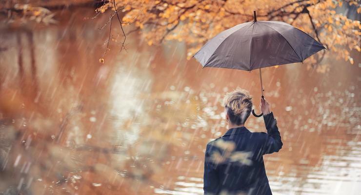 Украинцам стоит готовить зонты: Выходные будут по-осеннему дождливы