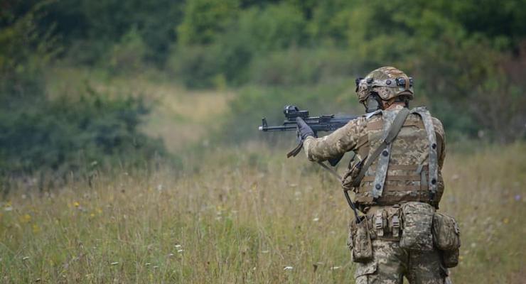 Боевики 8 раз обстреляли Донбасс и ранили военного