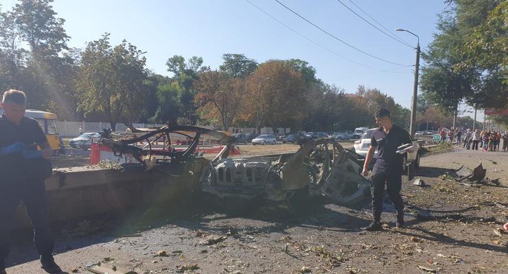 Взрыв машины в Днепре: рассматриваются только две версии