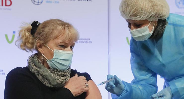 В Киеве центр вакцинации от коронавируса открыли в ТРЦ River Mall