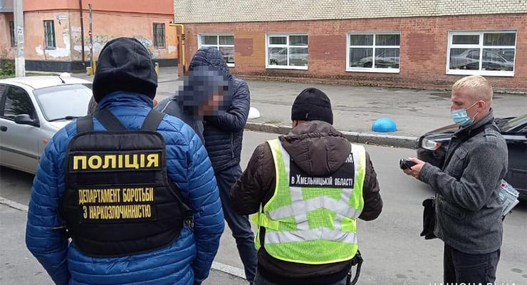 В Хмельницком поймали учителя-наркоторговца: Продавал на переменах