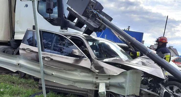 Под Ровно произошло ДТП с фурой, бусом и легковушками: Есть погибшие