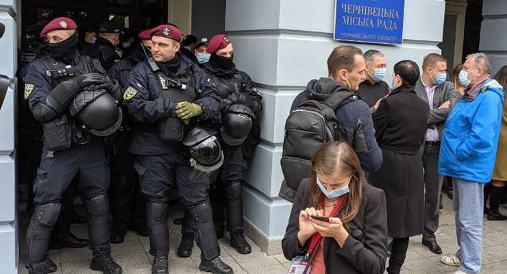 В Черновцах дворники устроили потасовку с полицией