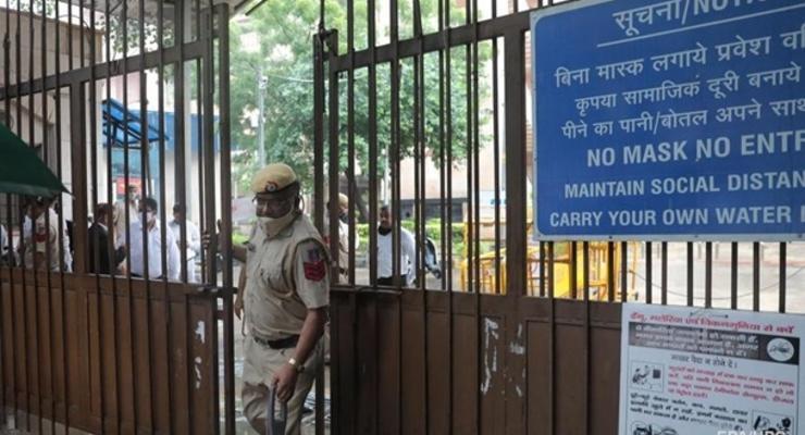 В Дели при стрельбе в суде погибли три человека