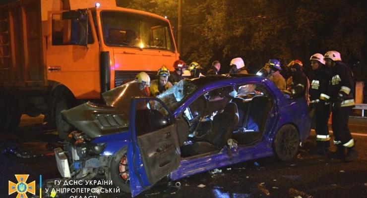 Ночное ДТП в Днепре: Трое пострадавших, погибла 20-летняя девушка