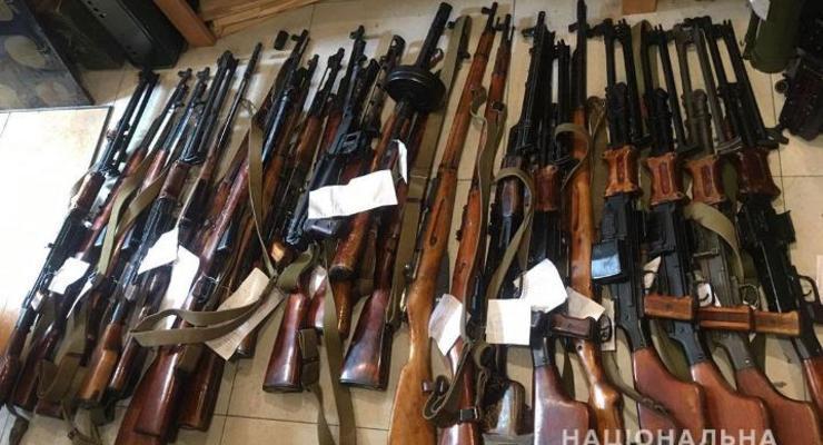 В Чернигове нашли склад оружия и боеприпасов