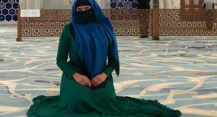 Савченко в паранже и на коленях похвалила ислам