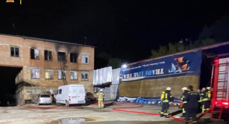 Один выпрыгнул в окно, второй сгорел: Пожар в киевском хостеле