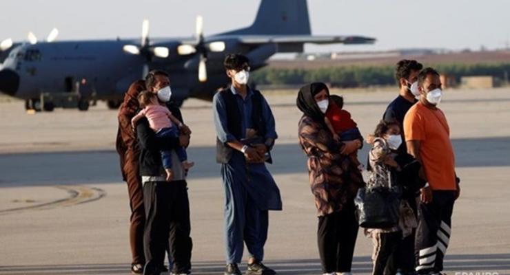 Талибы призвали возобновить полеты в Афганистан
