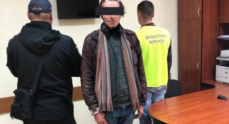 Испанец-нелегал несколько месяцев жил во львовском ТРЦ