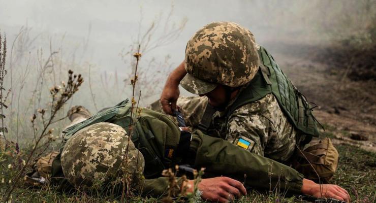 На Донбассе боевики ранили двух украинских солдат