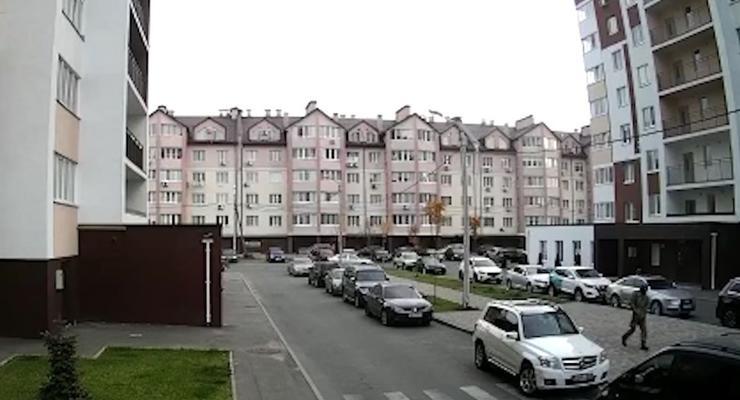 Под Киевом неизвестный в камуфляжной форме расстрелял машину