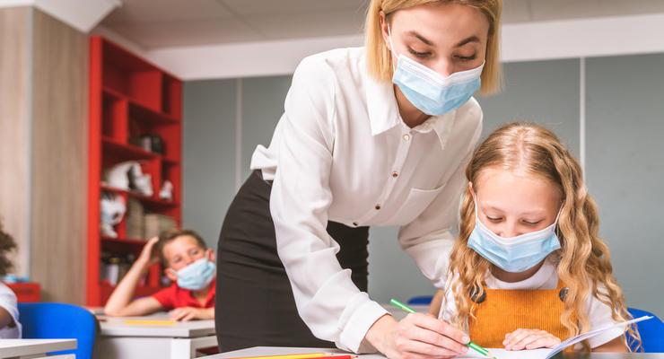 Когда непривитым учителям запретят работать в школах: Ответ МОЗ
