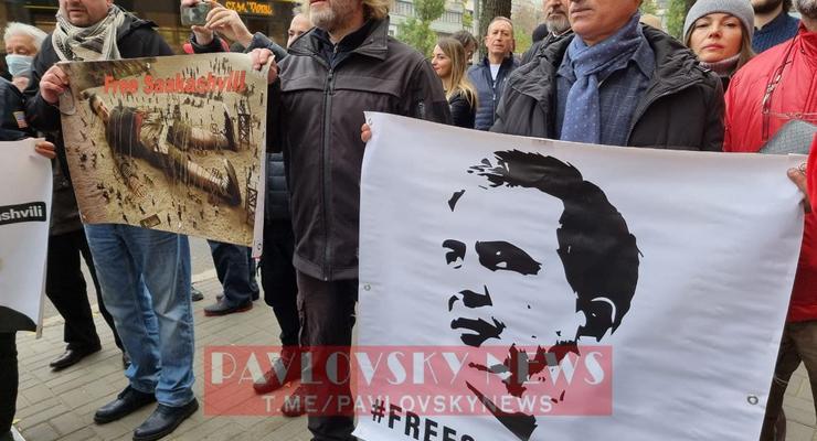 В Киеве под посольством Грузии проходит акция сторонников Саакашвили