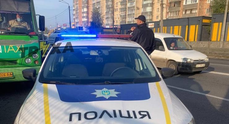 """В Харькове водитель маршрутки """"похитил"""" полицейского"""