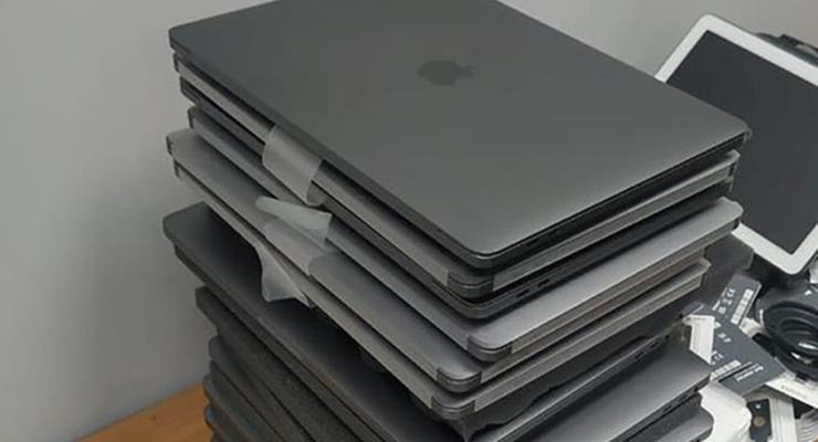Американец пытался нелегально ввезти гаджеты Apple на миллион