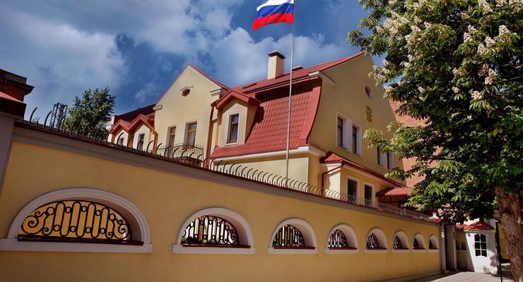 Страницу консульства РФ взломали и поздравили украинцев с 14 октября