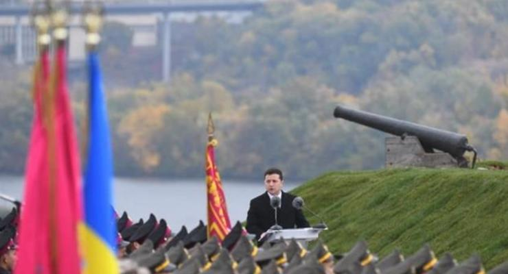 Зеленский принял присягу у военных лицеистов на Хортице